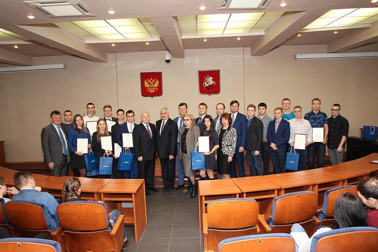 Компания ПАО «Транснефть» наградила губкинцев специальными грантами
